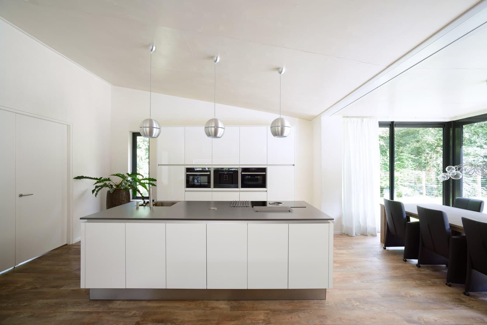 Verbazingwekkend Hoogglans wit gelakte keuken - Keukenstudio Regio Oost XT-62