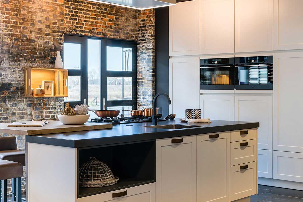 Landelijke moderne keuken in dutch design keukenstudio for Landelijk keukens