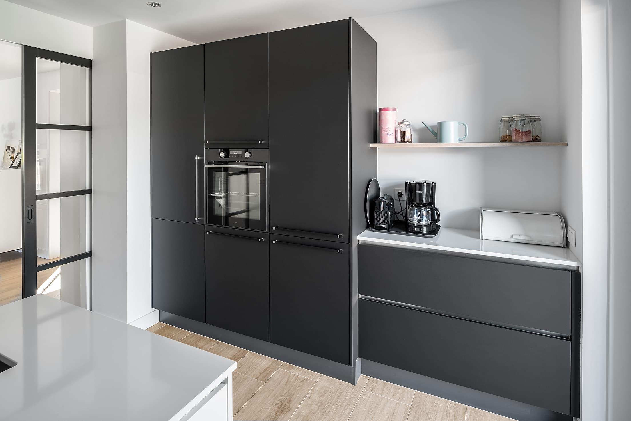 Moderne Keuken Matzwart En Hoogglans Wit Gecombineerd Keukenstudio Regio Oost