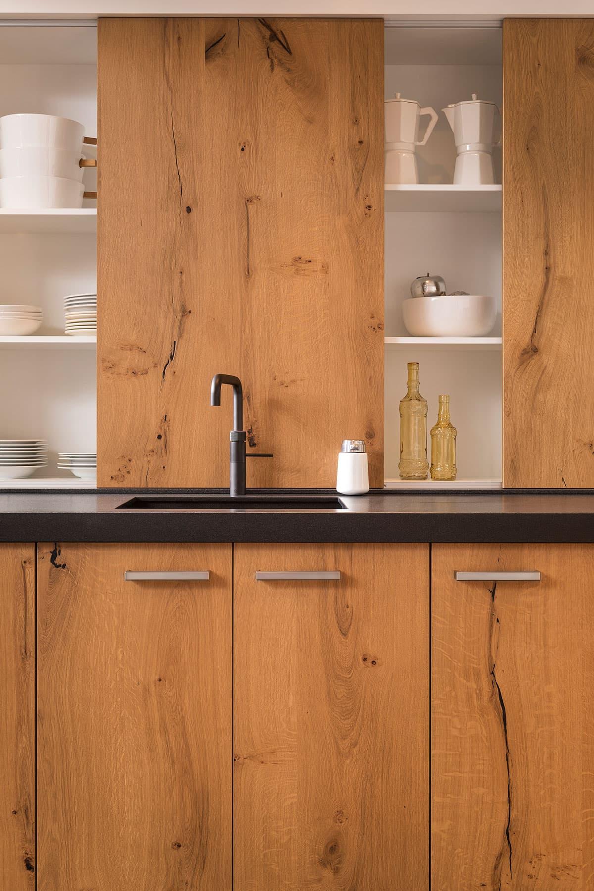 Moderne witte keuken keukenstudio regio oost - Oude en moderne keuken ...