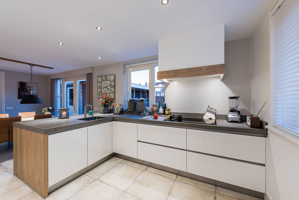 Natuurlijke strakke moderne keuken rijssen for Moderne keuken